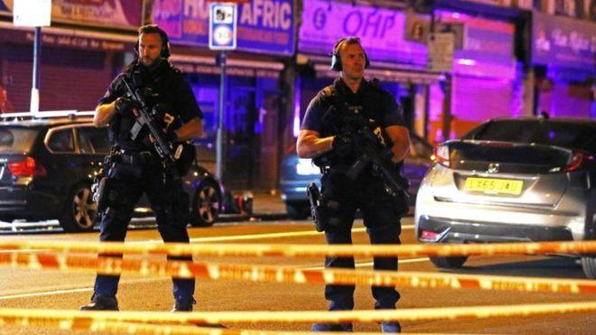 Фургон врезался в толпу у мечети на севере Лондона, есть жертвы