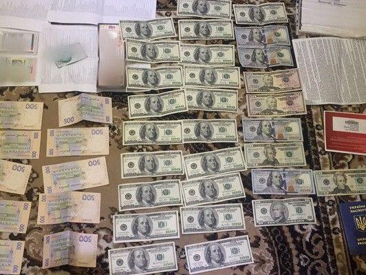 Главного инспектора Киевской таможни поймали на взятке