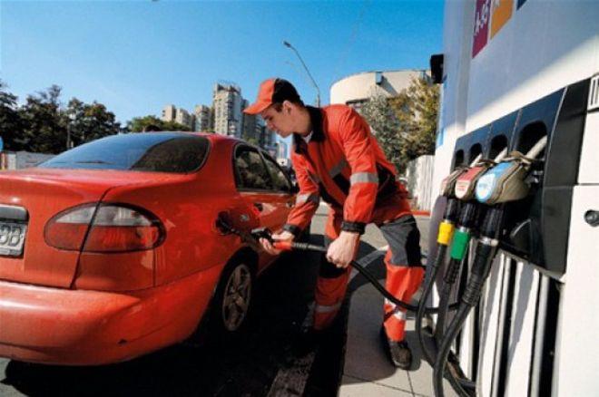 Крупнейшие украинские заправки снизили цены на топливо