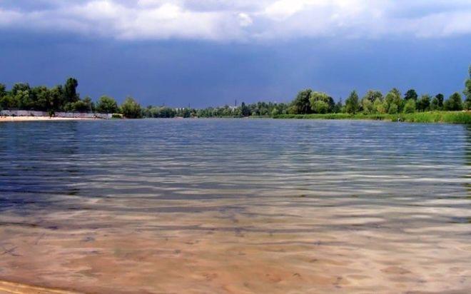 Киевлянам могут запретить купаться на трех озерах