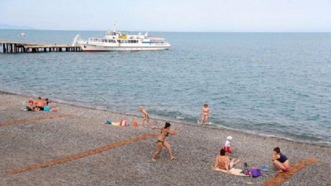 Сколько украинцев планируют отдыхать в аннексированном Крыму: результаты опроса