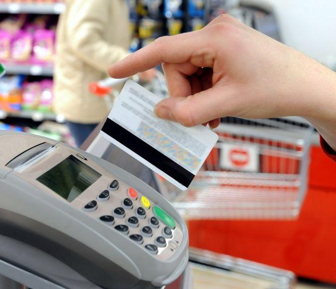 Банки перестанут ставить магазинам новые терминалы в случае ограничения карточных комиссий
