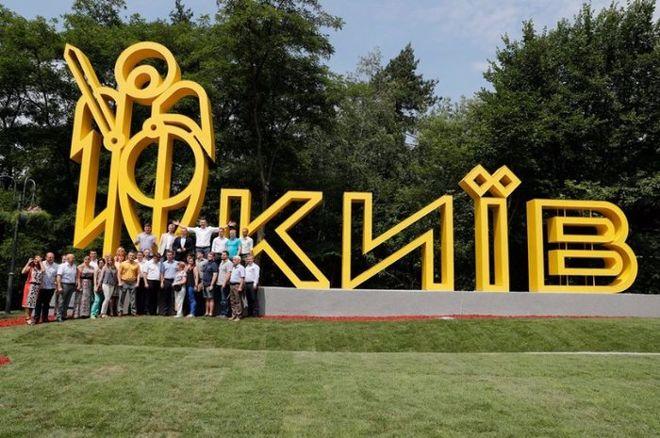 Кличко открыл новый знак на въезде в Киев