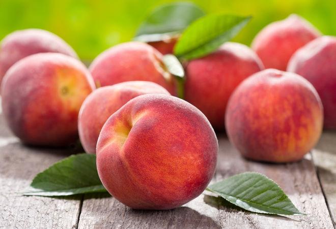 На рынках Украины появились отечественные персики: сколько они стоят