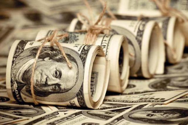 Выходной и хакеры «растревожили» доллар
