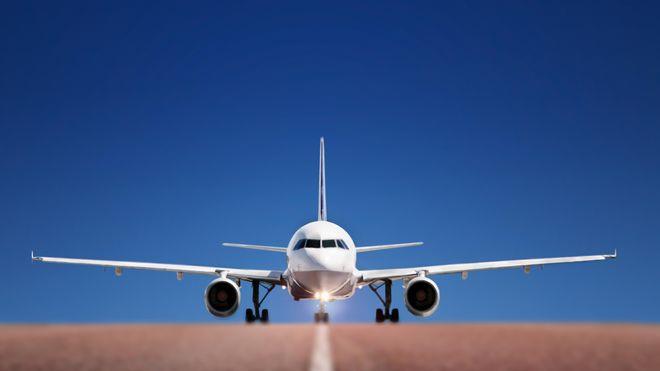 Для езды самолетов по аэродрому разработали специальное мотор-колесо