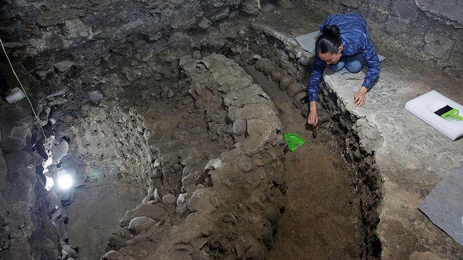 Археологи в Мехико нашли башню с черепов