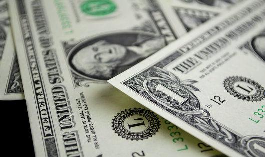 Доллар дорожает на ожидании статистик США и Европы