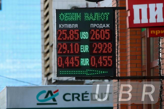 Доллар подорожал после завершения валютных распродаж