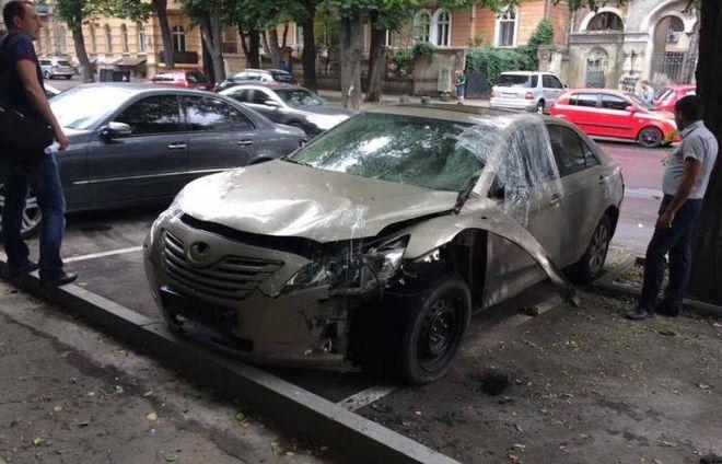 В центре Одессы подорвали автомобиль экс-депутата
