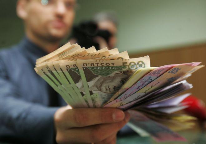 Средняя зарплата в Украине с начала года выросла на 37%