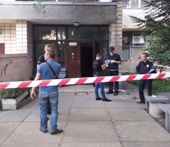 В Киеве совершено дерзкое убийство в подъезде