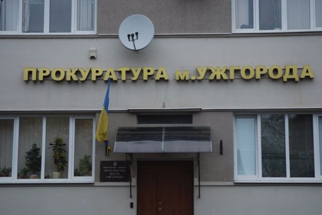 """В Ужгороде главбух госпредприятия """"подарил"""" отцу более миллиона гривен"""