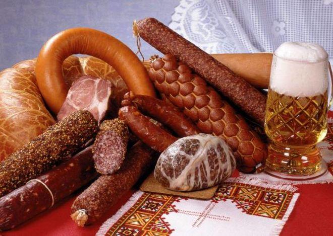 Вслед за мясом в Украине стремительно дорожает колбаса