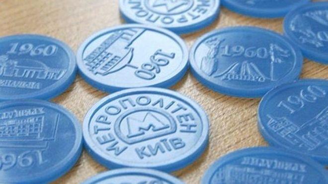 В Киеве в очередной раз изменят цвет жетонов метро