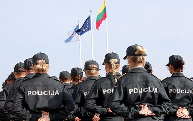 Литовские полицейские учат украинцев правильной охране VIP-персон