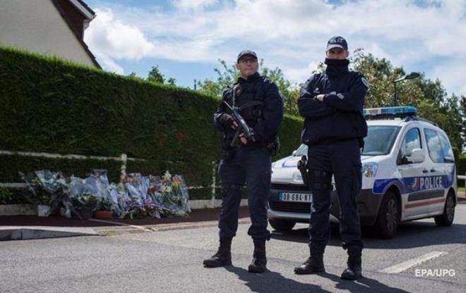 Во Франции продлили режим чрезвычайной ситуации