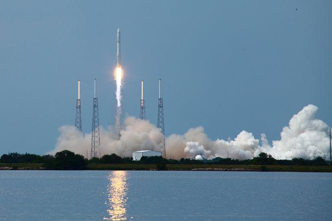 SpaceX впервые запустила ракету Falcon 9 со спутником связи Intelsat