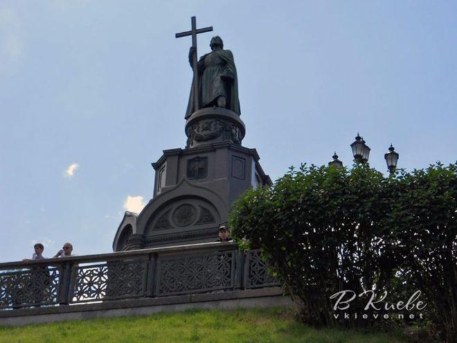 В Киеве начали восстанавливать памятник князю Владимиру