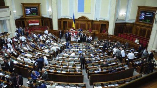 Верховная Рада с боем приняла закон о Конституционном суде