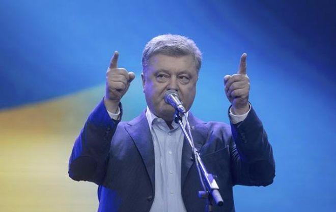 Порошенко рассказал, сколько будет выделено на ремонт дорог