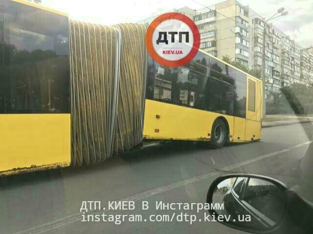 В столице на ходу развалился автобус