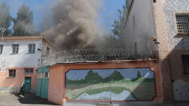 В Киеве горит часть Лукьяновского СИЗО