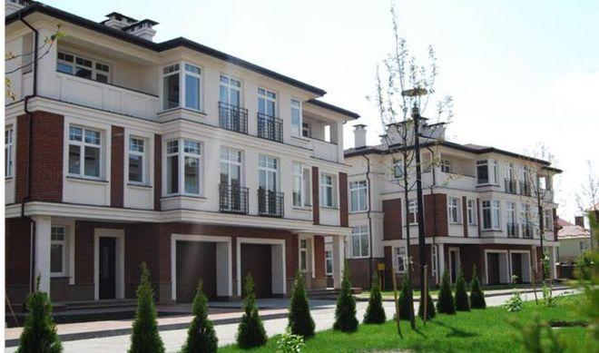 В элитном пригороде Киева продают за долги дома