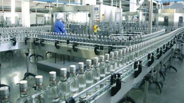 В Украине продают за долги 450 тыс литров спирта