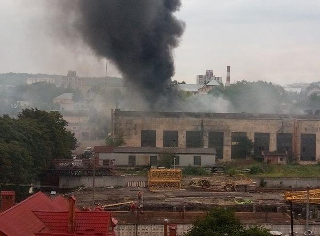 Во Львове горит завод