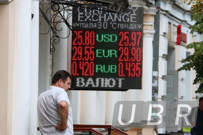 Банкиры: доллар будет дорожать из-за новых вливаний Госказначейства