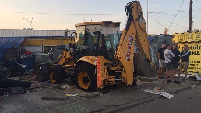 В Киеве снесли один из рынков