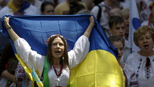90% украинцев считают политическую ситуацию в стране напряженной и критической
