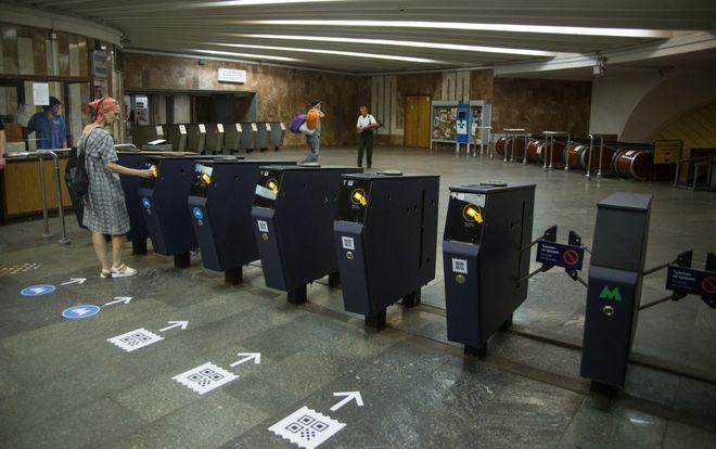 В Киеве появилась первая «умная» станция метро: здесь больше нет касс и жетонов