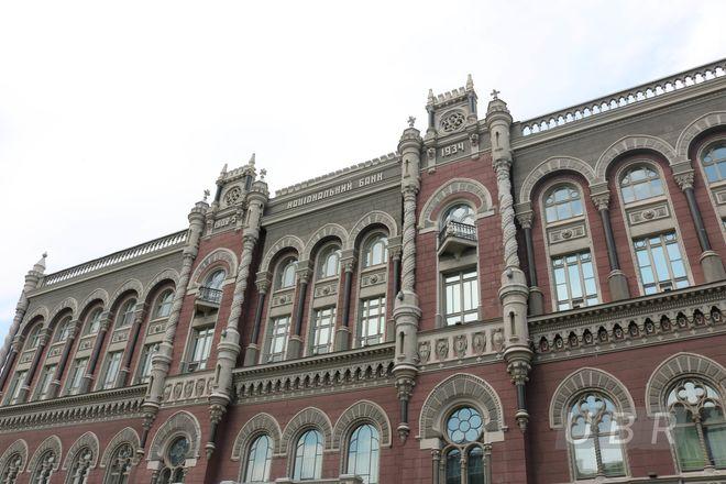 НБУ официально увеличил лимит по собственным валютным операциям банков