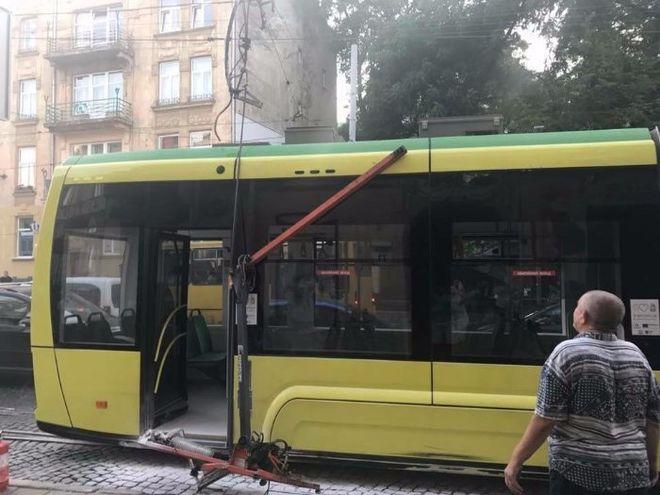 Во Львове во время движения загорелся трамвай