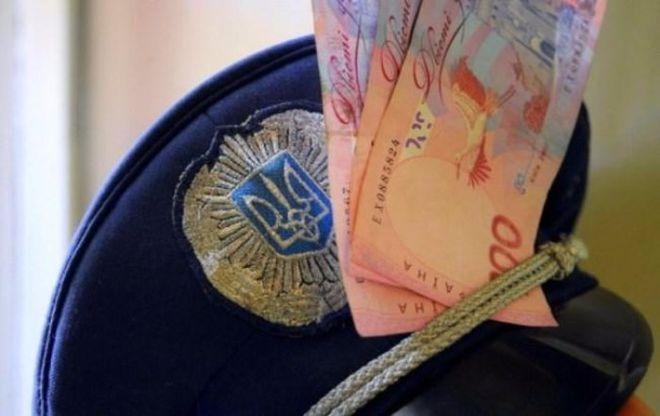 День полиции: в Ровенской области полицейский погорел на взятке