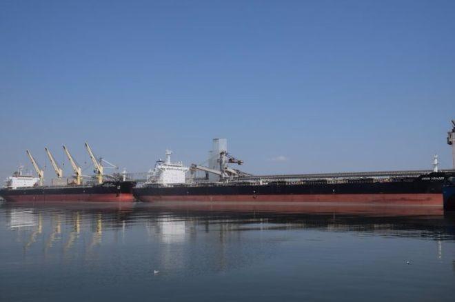 """В порту Николаева произошла одновременная загрузка двух судов типа """"Panamax"""""""