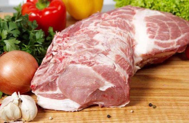 В Украине существенно подорожали мясо и сало