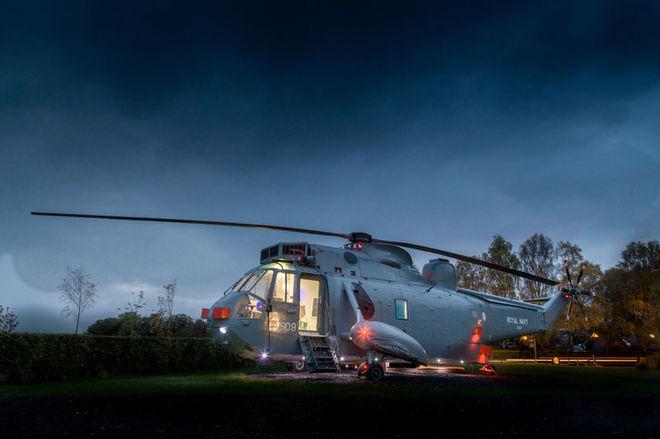 В Шотландии военный вертолет превратили в гостиничный номер