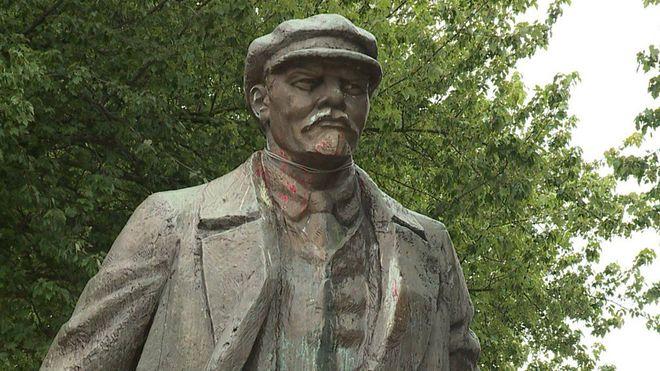 В США хотят снести памятник Ленину
