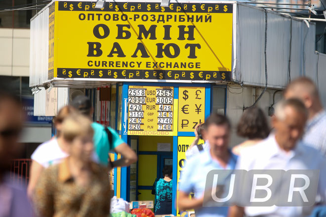 Экспортеры обваливают курс доллара и ждут Нацбанк