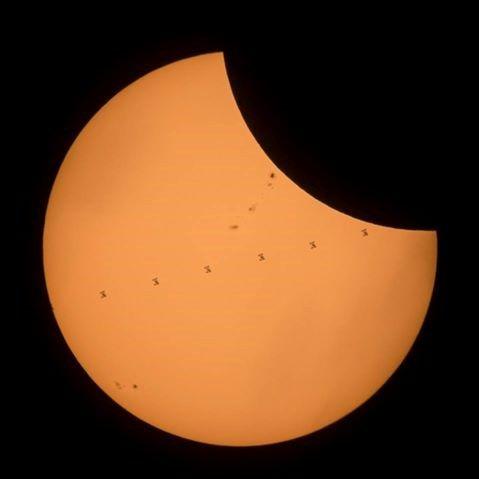 В Америке сегодня наблюдают полное солнечное затмение