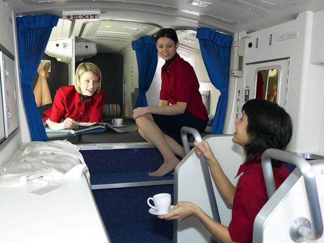 На самолетах Boeing оборудовали секретные спальни для стюардесс и пилотов