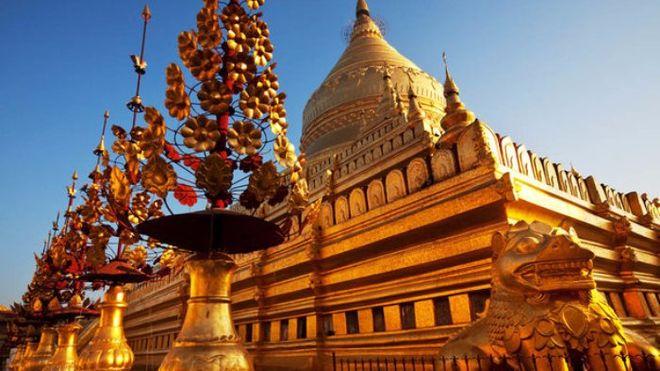 В Мьянме россиянку осудили за хождение по храму в обуви