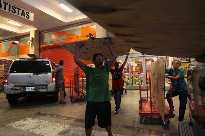 В Пуэрто-Рико готовятся к урагану