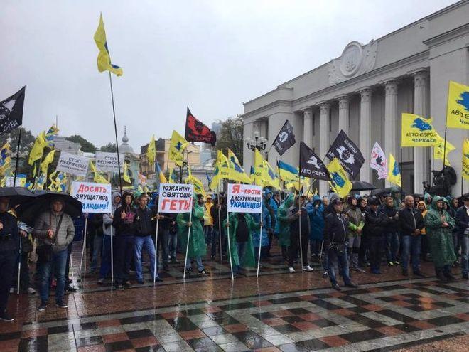 До ноября в Украине хотят запретить въезд нерастаможенных автомобилей