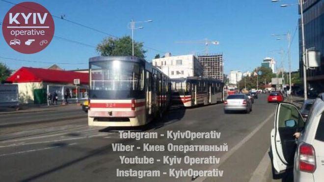 Скоростной трамвай в Киеве сошел с рельсов