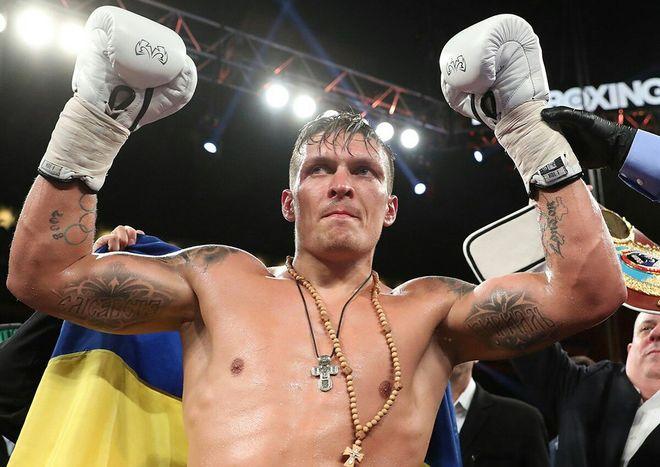 Александр Усик победил немца Марко Хука в 10-м раунде