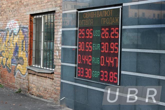 Валютчики опускают курс доллара и ждут роста продаж от экспортеров